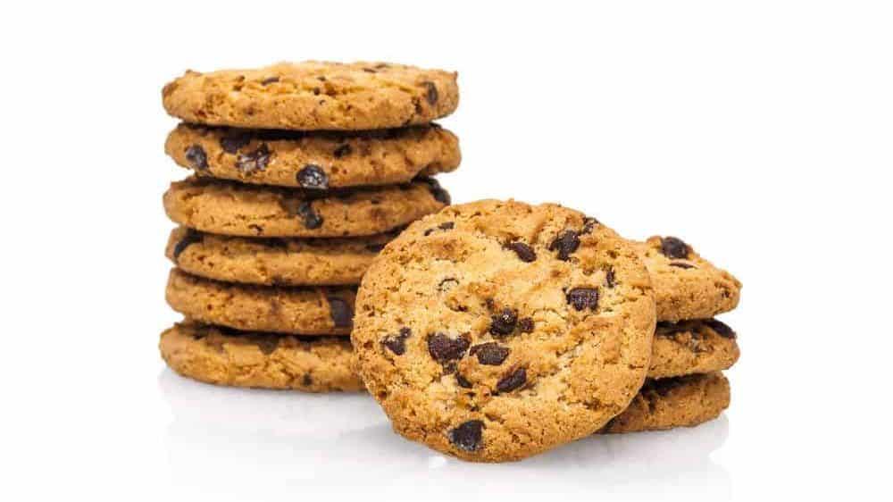 cookies a base di pasta frolla con scaglie di cioccolato